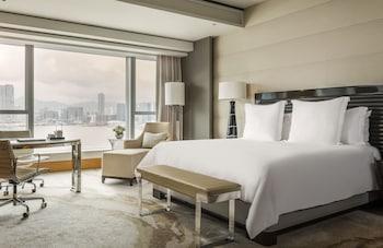 Picture of Four Seasons Hotel Hong Kong in Hong Kong