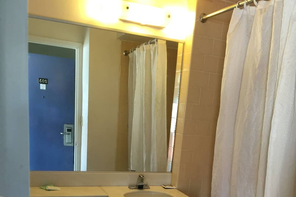 Quarto Económico - Casa de banho