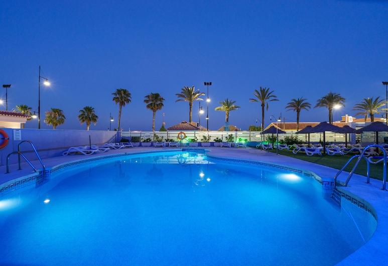 Hotel Isabel, ตอร์เรโมลิโนส, สระว่ายน้ำกลางแจ้ง