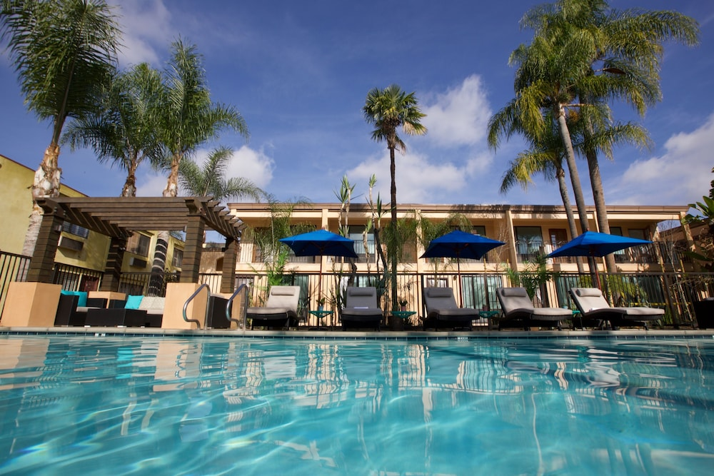 The Cove Hotel An Ascend Collection Member Long Beach Outdoor Pool