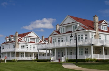 Picture of Bay Harbor Cottages in Bay Harbor