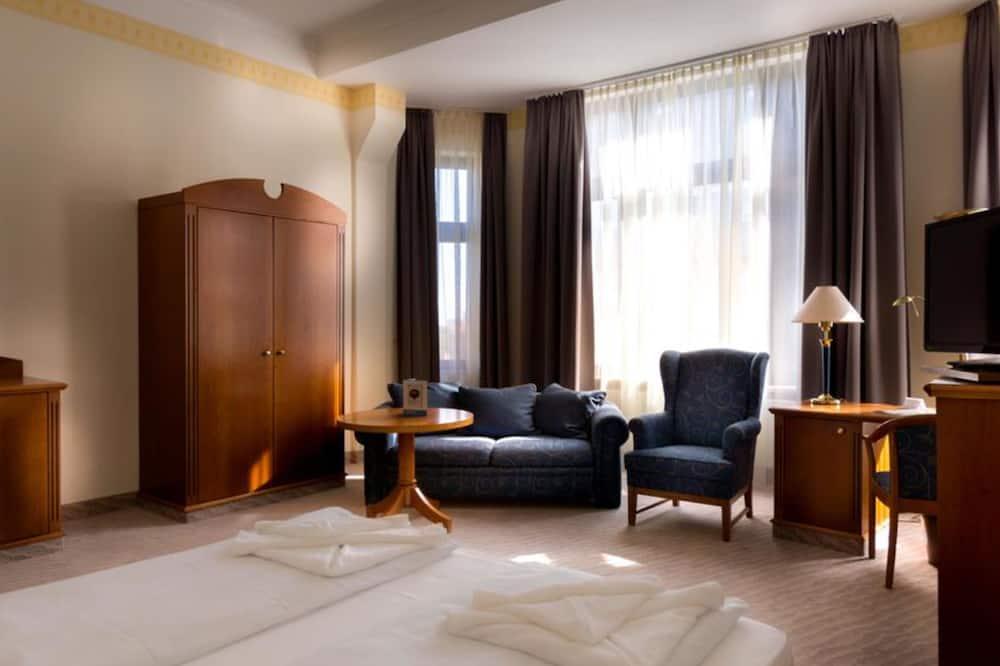 Szoba kétszemélyes ággyal (King Size Bed) - Nappali rész
