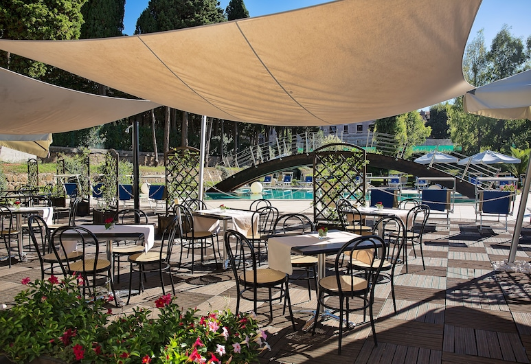 Excel Roma Montemario, Rom, Restaurang utomhus