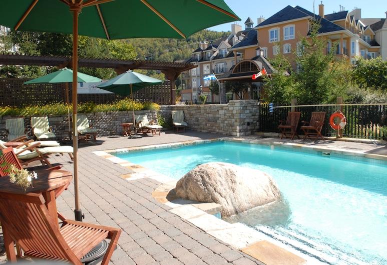 Ermitage du Lac - Les Suites Tremblant, Mont-Tremblant, Alberca al aire libre