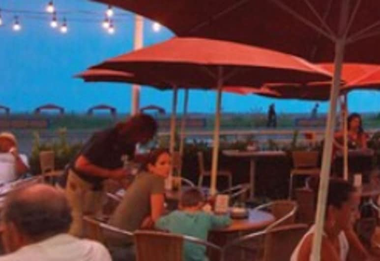Montreal Beach Resort, Cape May, Outdoor Dining