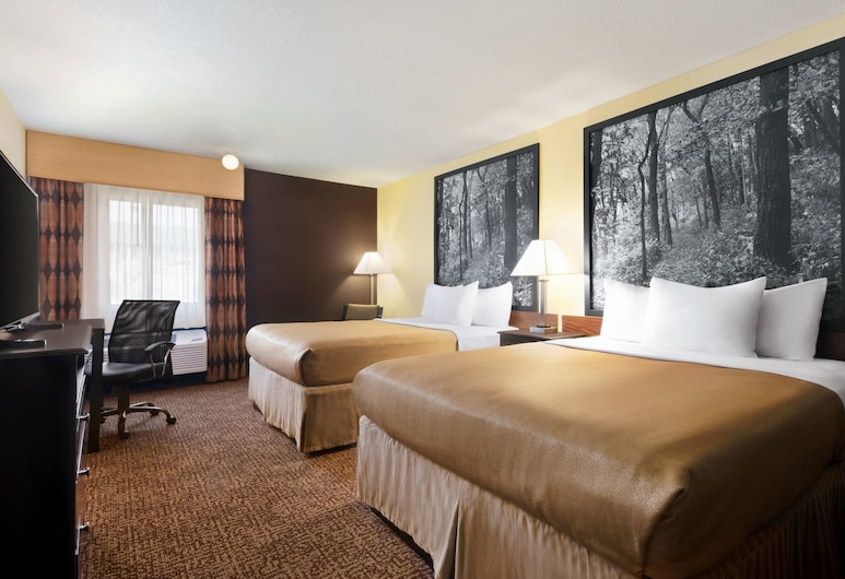 Super 8 by Wyndham Des Moines, Des Moines, Room, 2 Queen Beds, Non Smoking, Guest Room