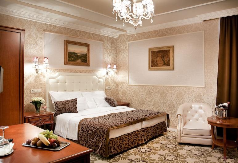 Hotel Capitulum, Gyor, Deluxe Double Room, Guest Room