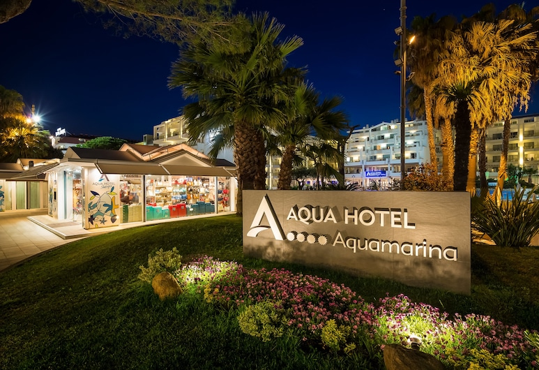 Aqua Hotel Aquamarina & Spa, Санта-Сусанна, Фасад готелю (вечір/ніч)