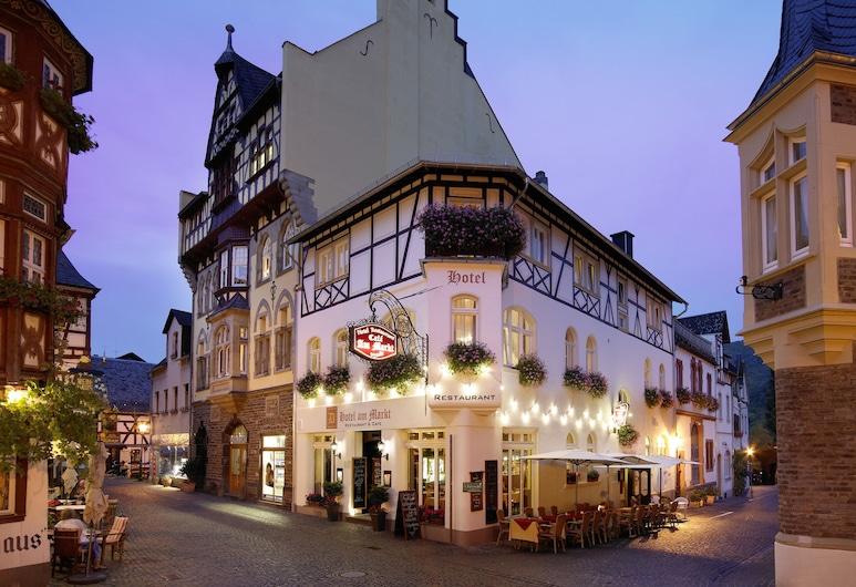 Am Markt Hotel , Bacharach, Fachada del hotel de noche