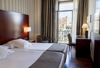 Enter your dates for our Valencia last minute prices