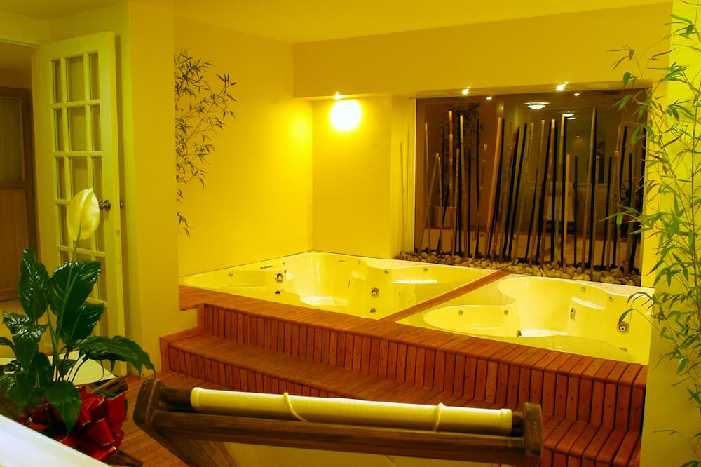 室內 SPA 浴池
