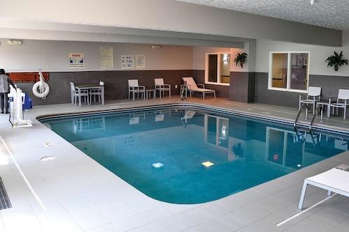 麗笙俄亥俄州南費爾伯恩鄉村套房飯店/