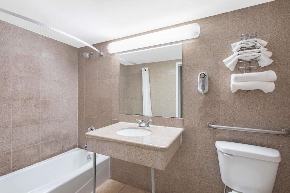 Huone, 1 keskisuuri parisänky, Esteetön - Kylpyhuone