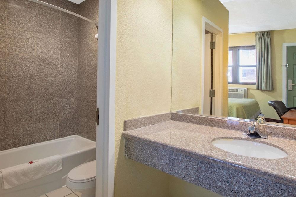 Efficiency, Standard-huone, 1 keskisuuri parisänky, Tupakointi sallittu - Kylpyhuone