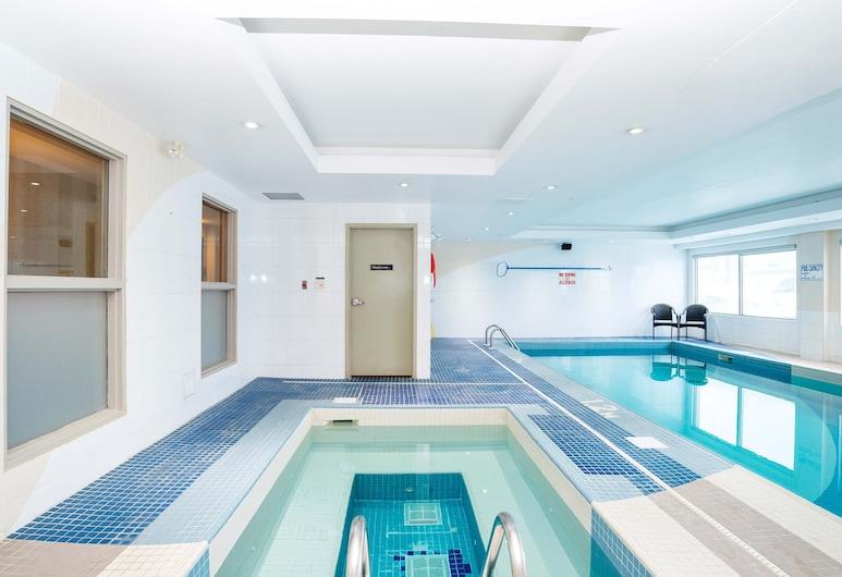 Sandman Hotels & Suites Calgary West, Calgary, Pool