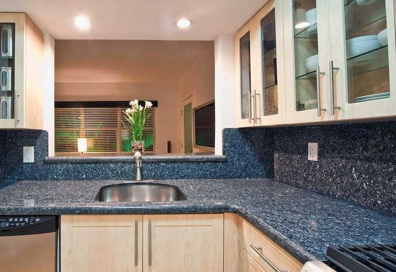 Suites on South Beach, Maiamibīča, Luksusa numurs ar papildu ērtībām, 1 divguļamā karalienes gulta, virtuve, skats uz pilsētu, Numura virtuve
