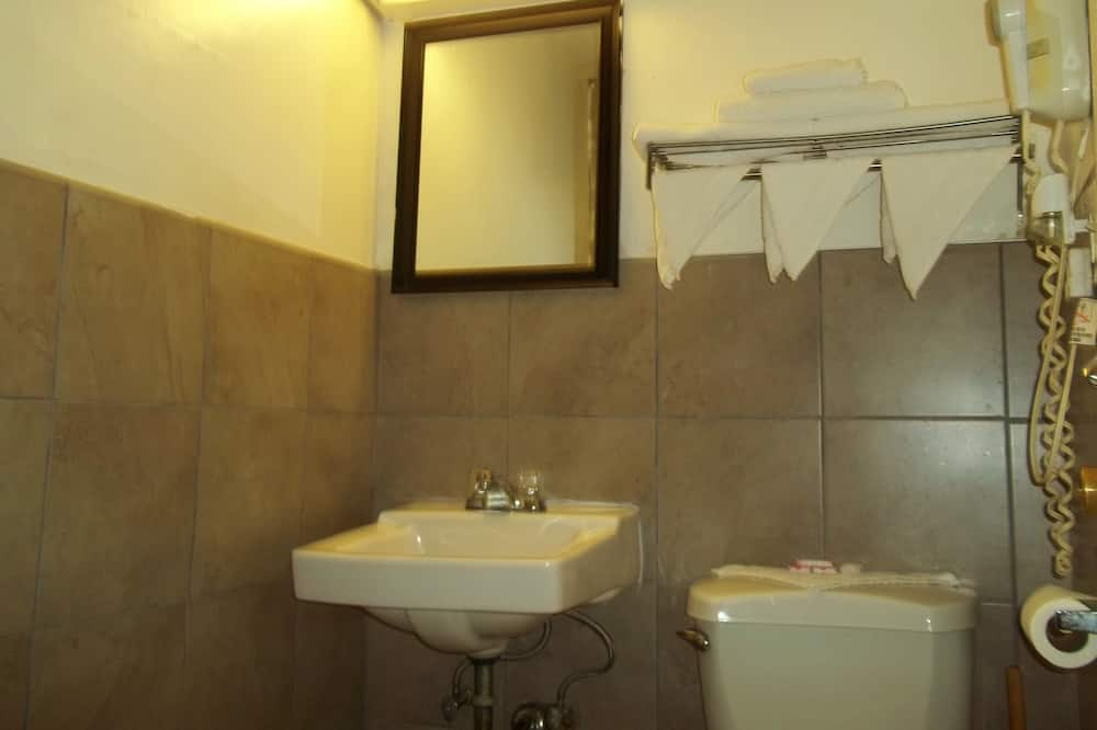 Izba, 1 veľké dvojlôžko, nefajčiarska izba - Kúpeľňa