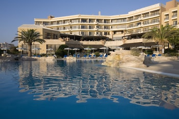 Enter your dates for our Paphos last minute prices