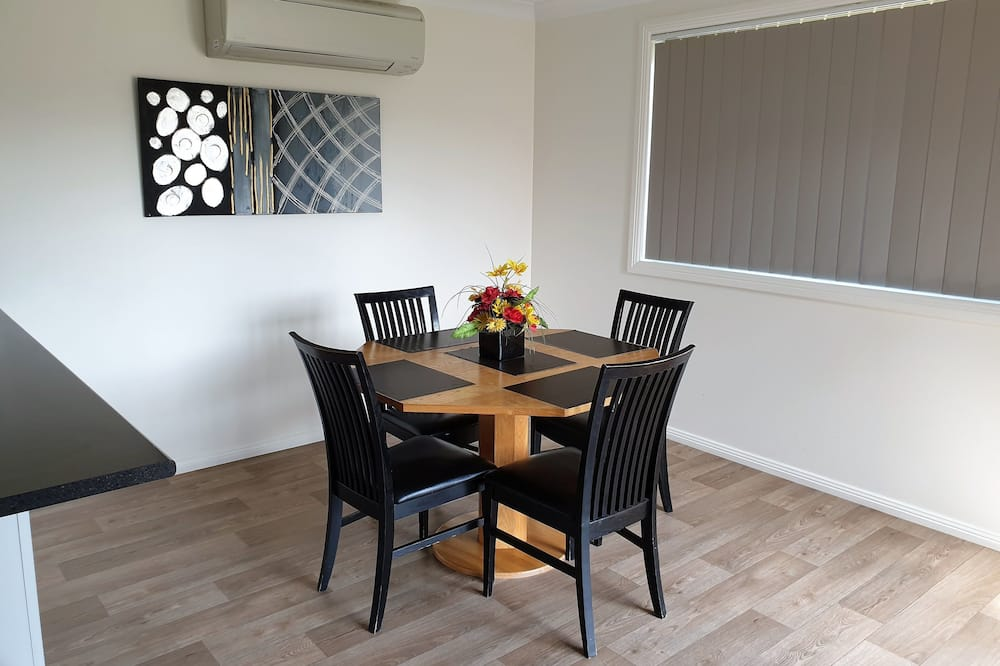 Standard Villa, Multiple Beds, Non Smoking (Walk-in Shower) - In-Room Dining
