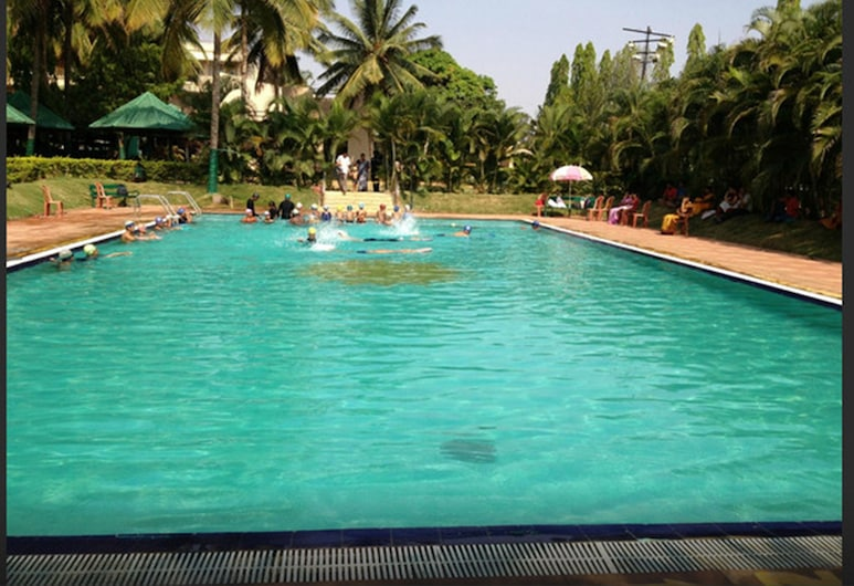 Royal Orchid Resort & Convention Centre, Bengaluru, Pool