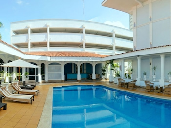 Enter your dates to get the Villahermosa hotel deal