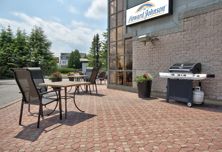 Howard Johnson by Wyndham Quebec City, Quebec, BBQ/Picnic Area