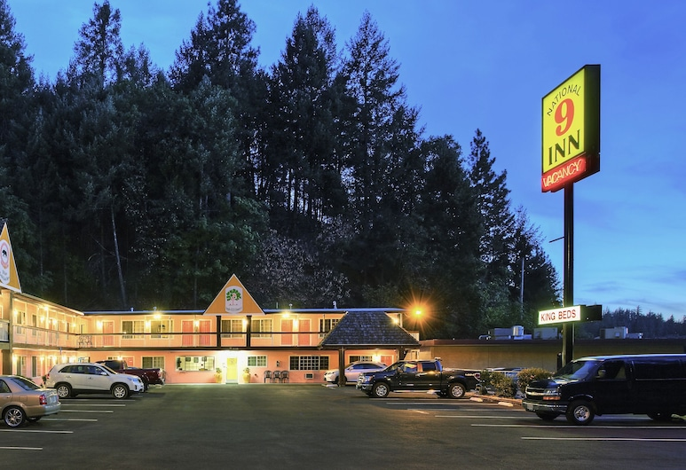 National 9 Inn Placerville, Placerville, Hotel Front – Evening/Night