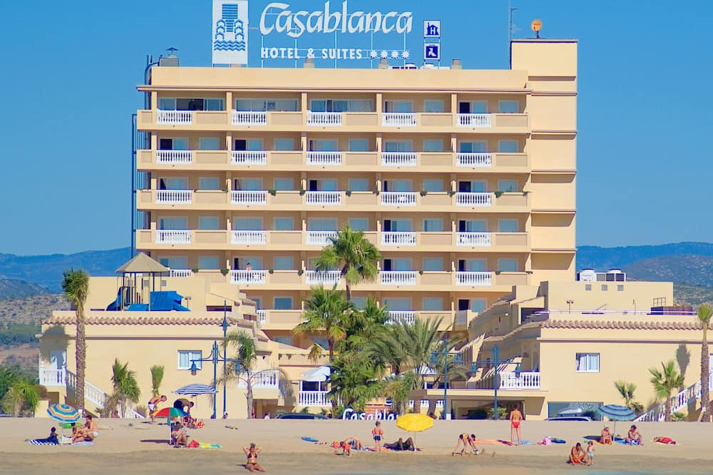 חדר סטנדרט, מרפסת, נוף חלקי לים (2 Adults and 1 Child) - חוף ים