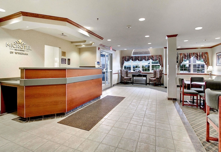 Microtel Inn & Suites by Wyndham Bridgeport, ברידג'פורט, לובי