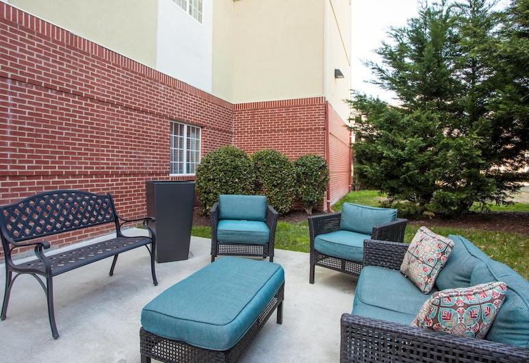 Candlewood Suites Virginia Beach Town Center, Virginia Beach, Terrace/Patio