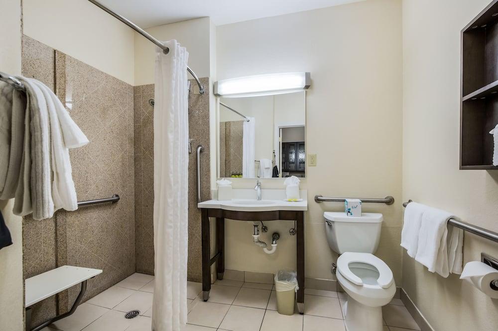 Studio Suite, 2 Double Beds, Accessible, Non Smoking (Wheelchair) - Bathroom