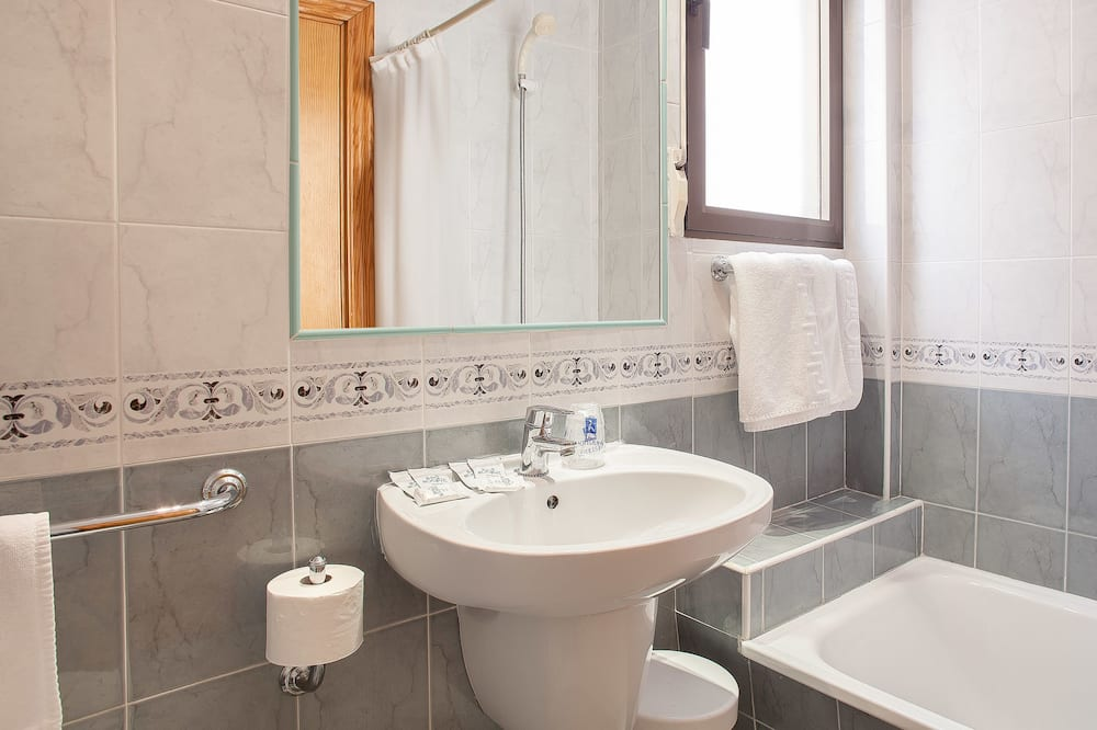 Studio, Terrace, Ocean View (2 Adults and 1 Child) - Bathroom