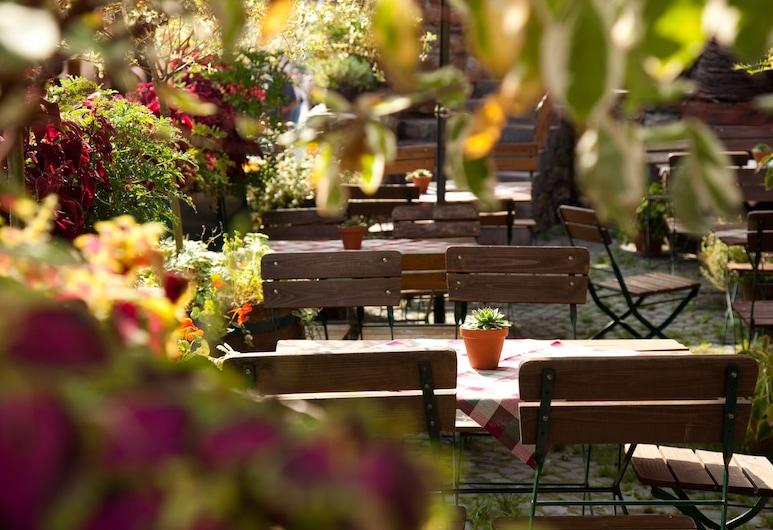 Historisches Hotel Weinrestaurant Zum Grünen Kranz, Ruedesheim am Rhein, Vakarienės lauke