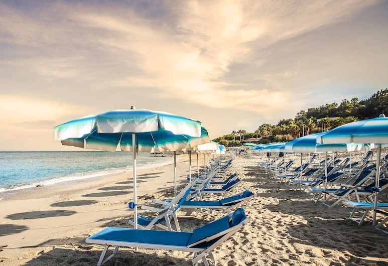 TONICELLO Hotel Resort & SPA, Ricadi, Playa
