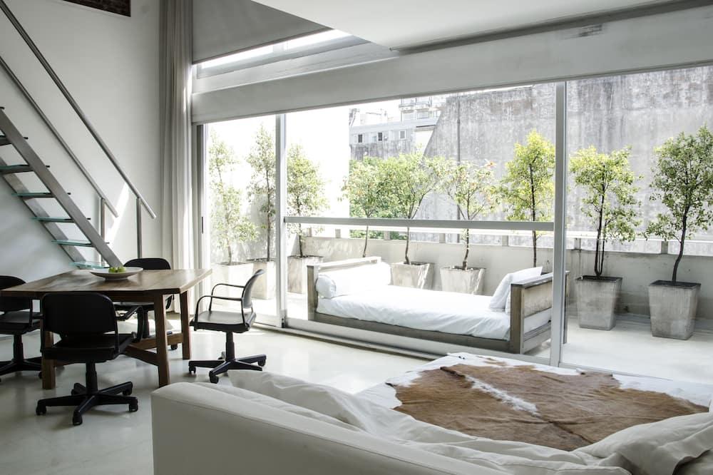 Loft, 1 cama de matrimonio grande con sofá cama, balcón - Habitación