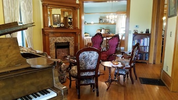 Picture of Victorian Dreams Bed and Breakfast in Lodi