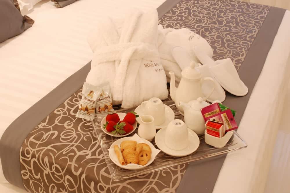 Quadruple Room - Tempat Makan dalam Bilik