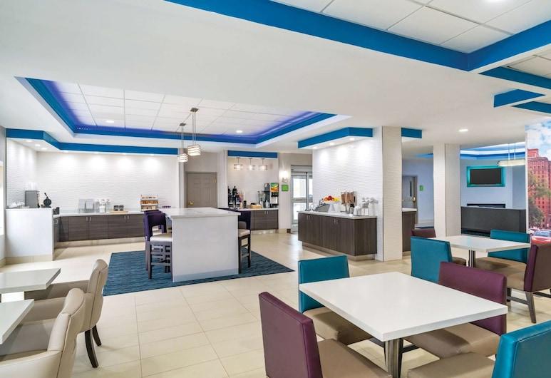 La Quinta Inn & Suites by Wyndham Latham Albany Airport, Latham, Restaurantes