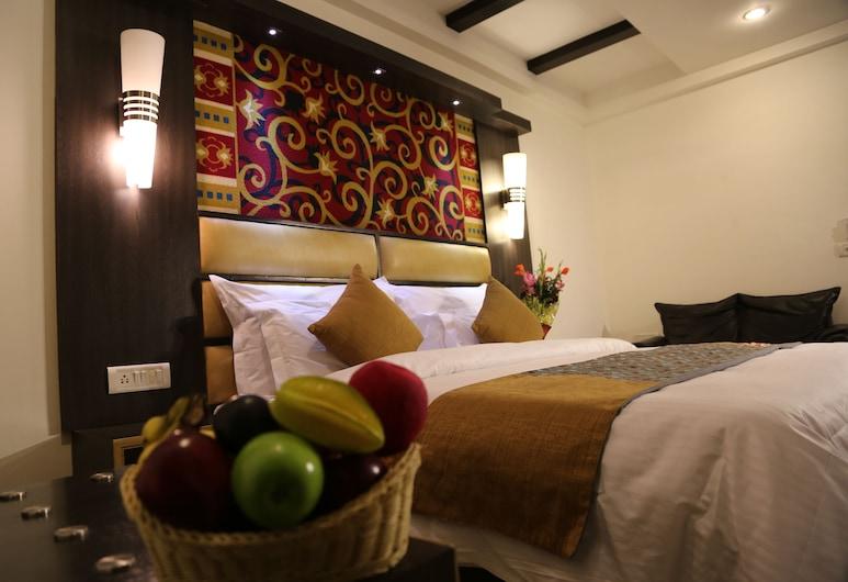 Hotel Sri Nanak Continental, Нью-Дели, Четырехместный номер «люкс», 1 спальня, для некурящих, вид на город, Номер