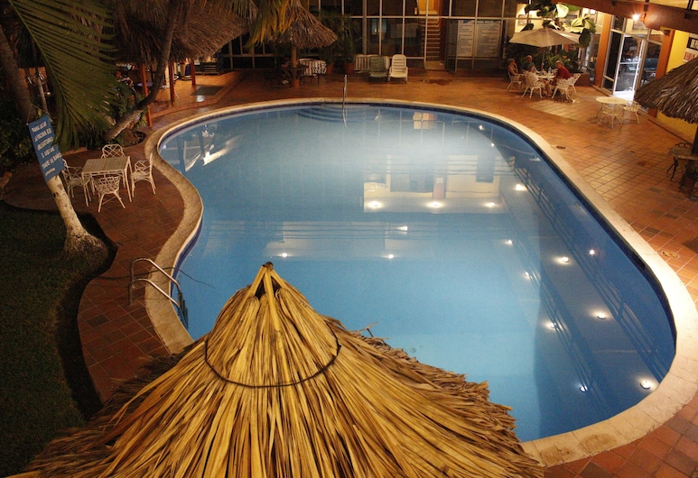 جران هوتل باريس, لاسيبا, حمّام سباحة خارجي