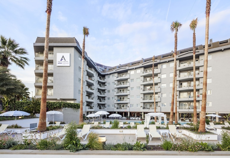 Aqua Hotel Montagut Suites, Санта-Сусанна, Фасад готелю