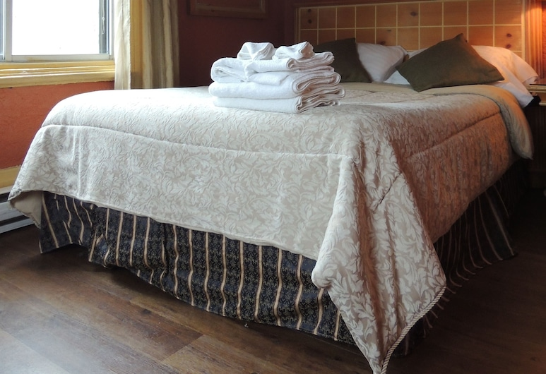 Hotel Arena Palace Montreal, Montreal, Room, 1 Double Bed, Shared Toilets, Private Shower, Guest Room