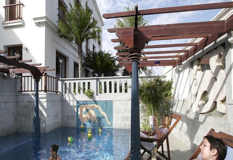 The Promenade, Pondicherry, Pool
