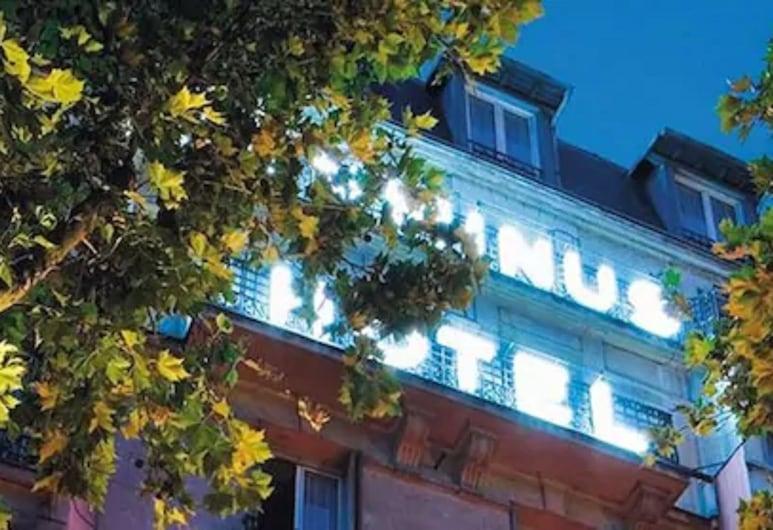 Hôtel Terminus Orléans, Paryż, Fasada hotelu — wieczorem/nocą