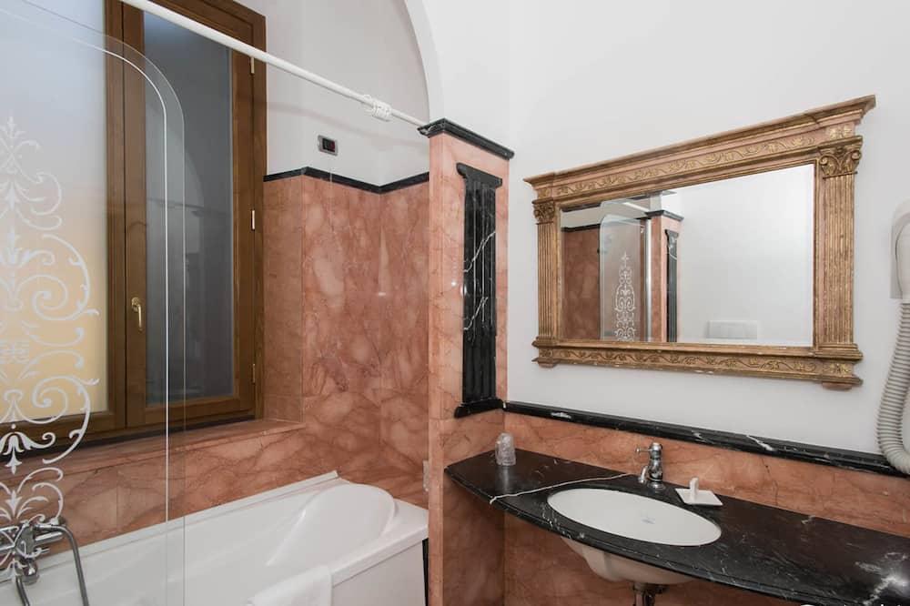 Triple Room - Cuarto de baño