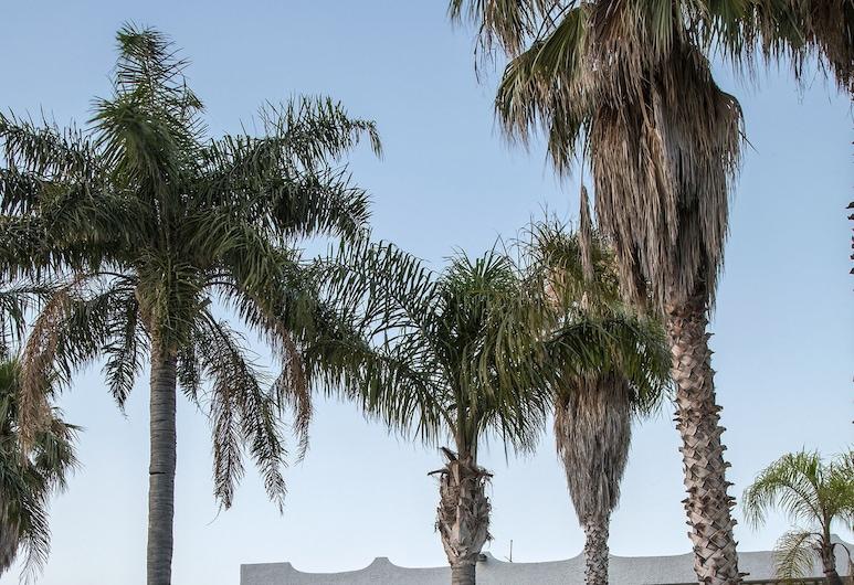 โรงแรมเรเดโบรา, Torregrotta, สระว่ายน้ำ