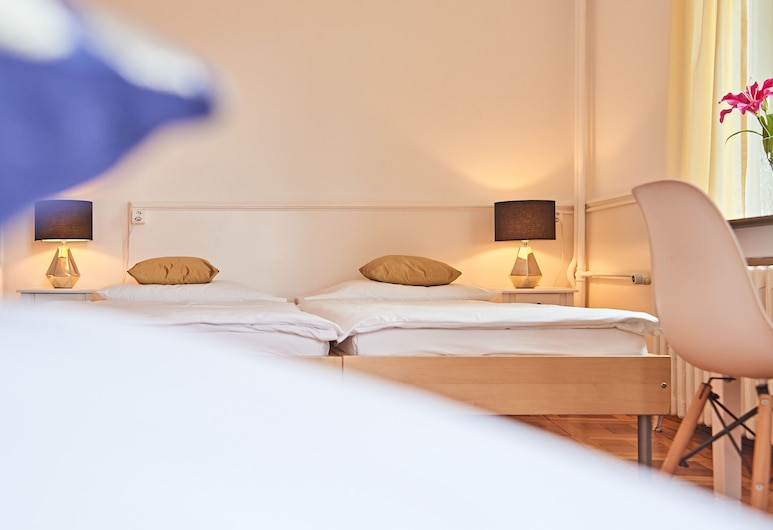 Hotel St. Georges, Zürich, Triple Room, Shared Bathroom, Guest Room