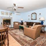 Suite, Private Bathroom (Hideaway (weekly)) - Living Area