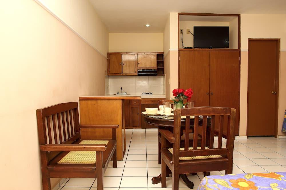 Tremannsrom – family, flere senger, tekjøkken - Bespisning på rommet