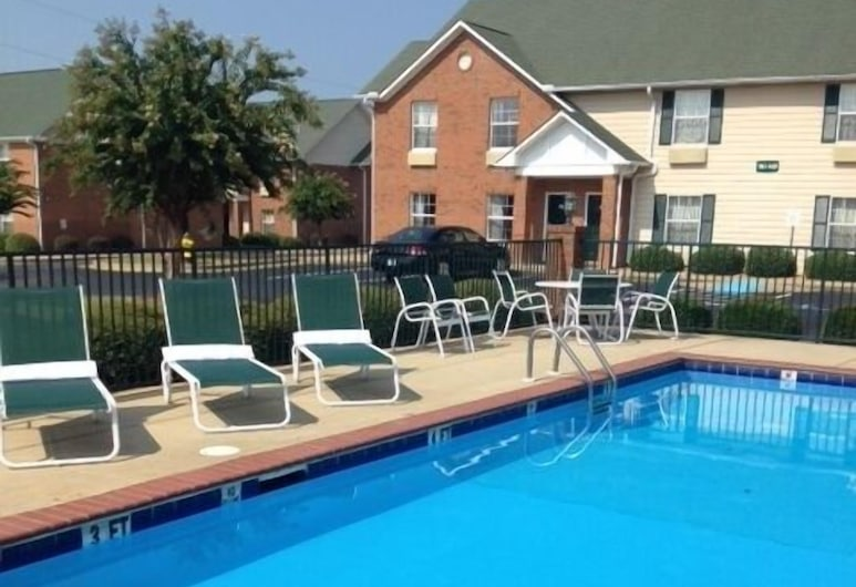 InTown Suites Prattville, Prattville, Pool Waterfall